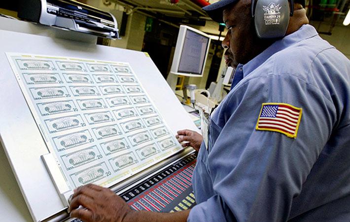 Общая задолженность американских семей только что побила очередной рекорд. И это не столько знак экономического возрождения, сколько симптом состояния общества, под которое неравенством доходов и гипертрофированной финансовой индустрией заложена мина замедленного действия.