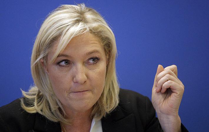 Заявляя накануне 2-го тура президентских выборов о приоритете при приеме на работу для французов, г-жа Ле Пен выставляет себя «лучшей защитницей трудящихся».