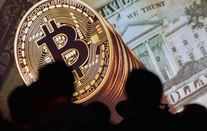 С начала 2017 года курс криптовалюты вырос в 18 раз. Произошёл настоящий спекулятивный и технологический бум. Ведь биткойн обеспечивается не центральными банками, а специальным технологическим механизмом под названием «цепочка блоков».