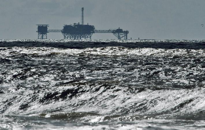Всего несколько дней назад администрация США, которая ещё до Рождества сообщила о подготовке мер для смягчения определённых правил безопасности для морских буровых платформ, решила открыть практически всю прибрежную зону США для добычи нефти и газа. Новые правила должны вступить в силу с 2019 года.