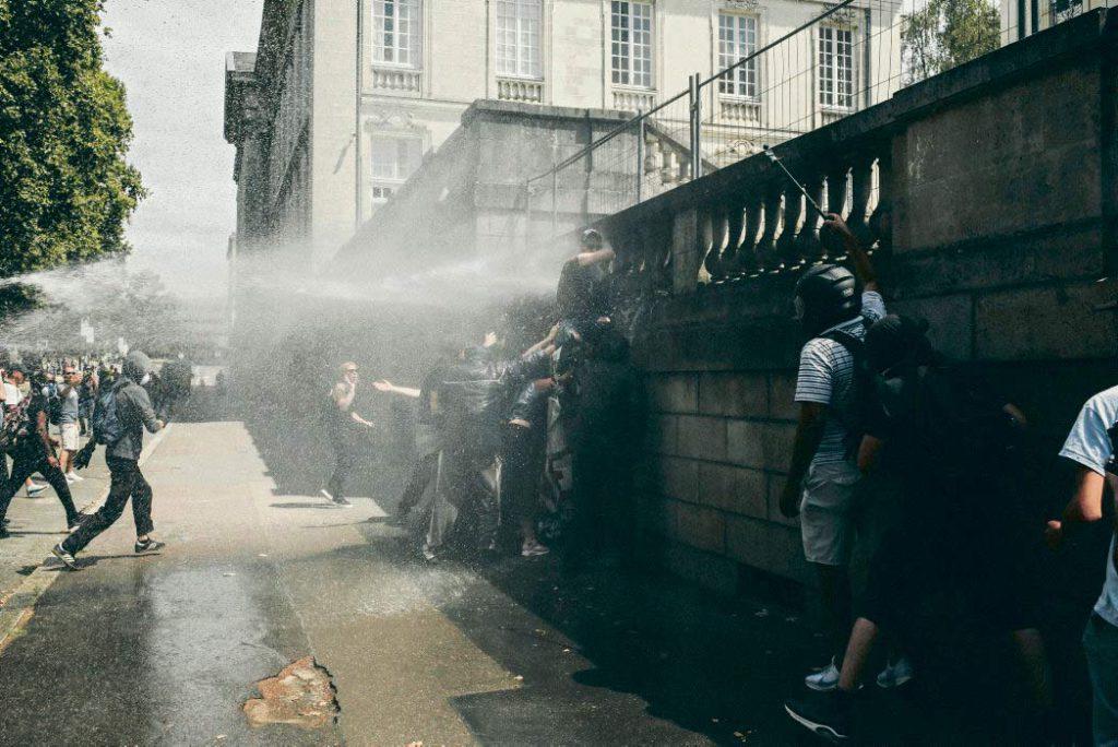 В субботу, 3 августа, в Нанте прошли акции протеста, посвящённые памяти Стива Майя Канисо, погибшего в конце июня при проведении полицейской операции по разгону участников фестиваля День музыки. Собравшиеся говорили о «безнаказанности» и жестокости полицейских.