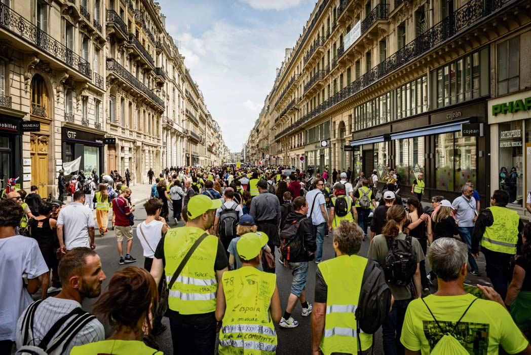 Неужели жёлтые жилеты теперь будут пылиться в шкафу на полках? «Нет!» - отвечают те, кто по-прежнему их носит. Девять месяцев тому назад этот атрибут появился как символ протестного движения.