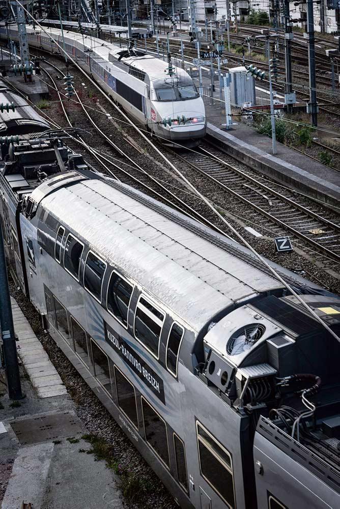 В докладе Государственной службы безопасности на железнодорожном транспорте, составленном для служебного пользования, содержится информация о нарушениях, происходящих на французских железных дорогах, которые могут «угрожать безопасности» перевозок. Профсоюз «Всеобщая конфедерация труда» (ВКТ) возмущён политикой сокращения расходов и развалом государственной системы железнодорожного сообщения.