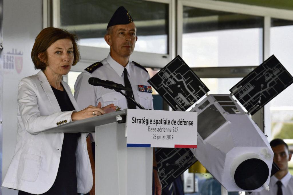 1 сентября в Тулузе начнёт работу Центр Военно-космического командования. Франция наращивает усилия по использованию космического пространства в военных целях. Дональд Трамп выступает с такой же идеей. Теперь об установке военного оборудования на спутниках можно обсуждать открыто.