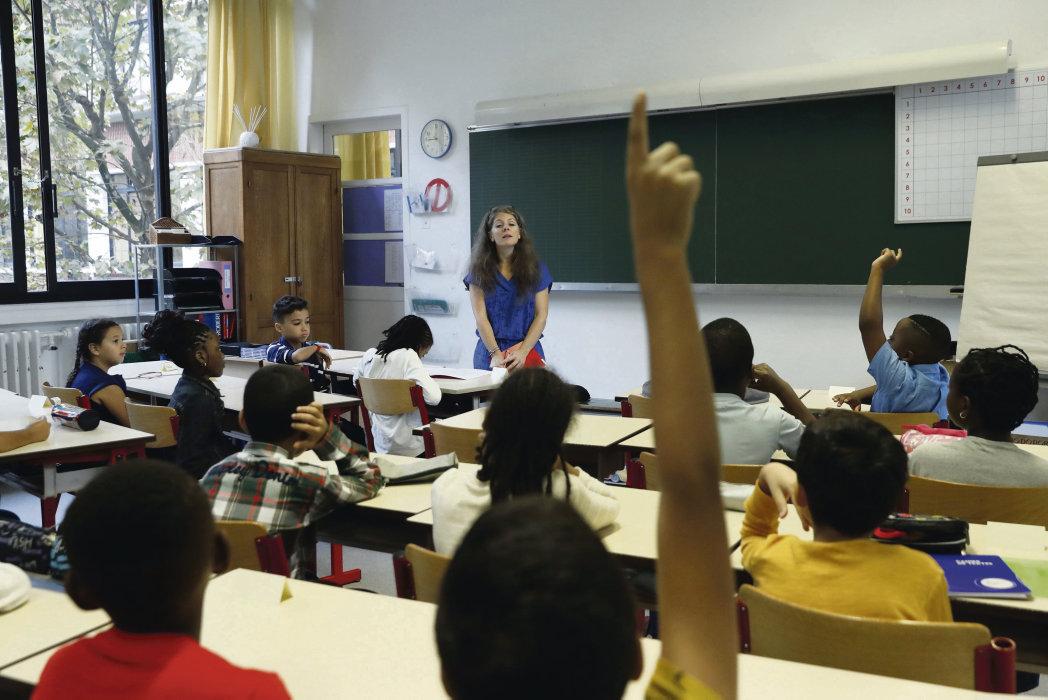 В исследовании «Классовое детство» («Enfances de classe»), проведённом под руководством Бернара Лаира, преподавателя социологии Высшей нормальной школы (ENS) Лиона, речь идёт о влиянии среды, в которой родился ребёнок, на его жизненные перспективы.