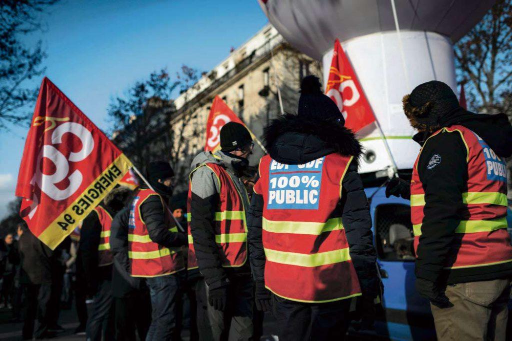 Сегодня во Франции бастуют энергетики и работники предприятий газовой промышленности. Они выступают против проекта «Геркулес» и раздела EDF, который может погубить государственную систему энергоснабжения.