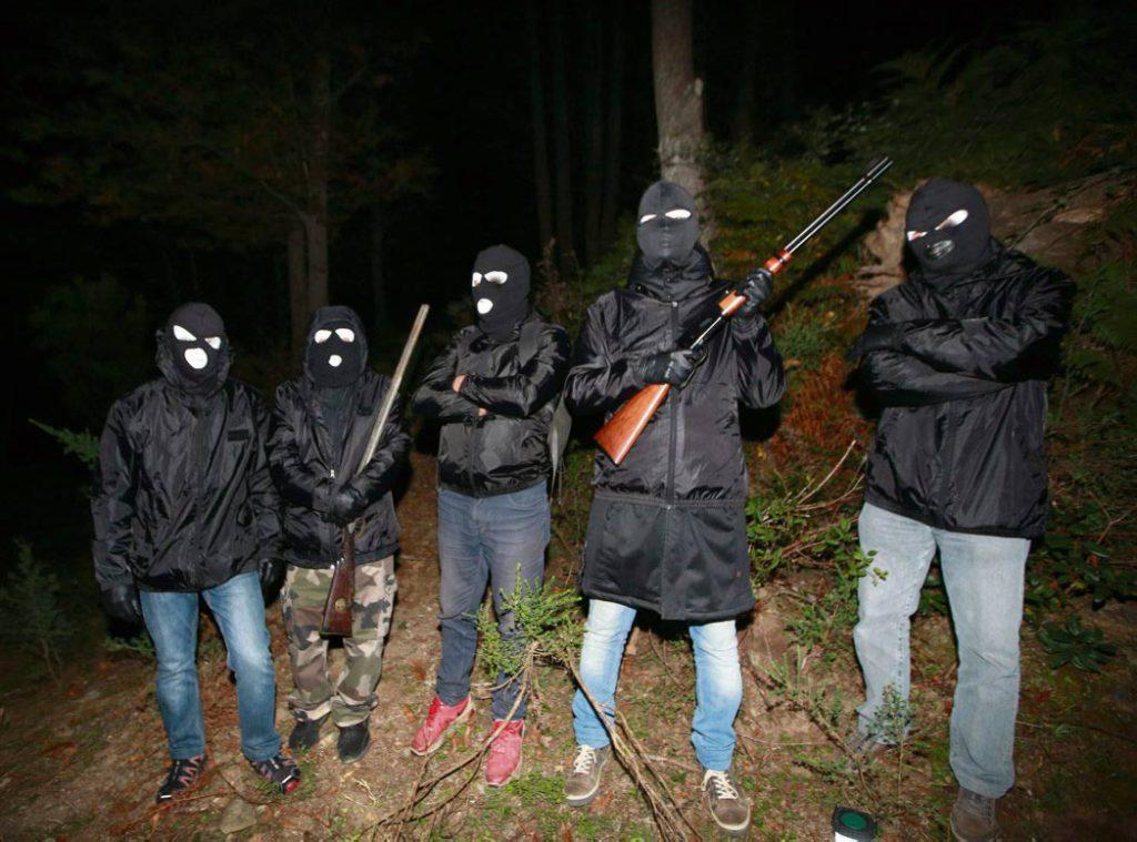 Пока гражданское общество требует покончить с мафией, новое объединение «Фронт национального освобождения Корсики» (ФНОК) выдвигает свои требования.