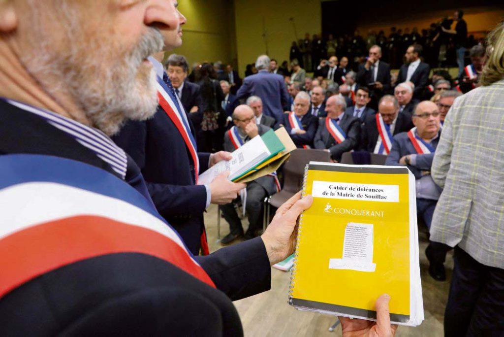 Движение «жёлтых жилетов» стало проявлением глубокого социального кризиса во Франции, а последние выборы лишь увеличили разрыв между французами и якобы представляющими их интересы властями. Смогут ли новые выборы, назначенные на март 2020 года, сблизить руководство страны с народом?