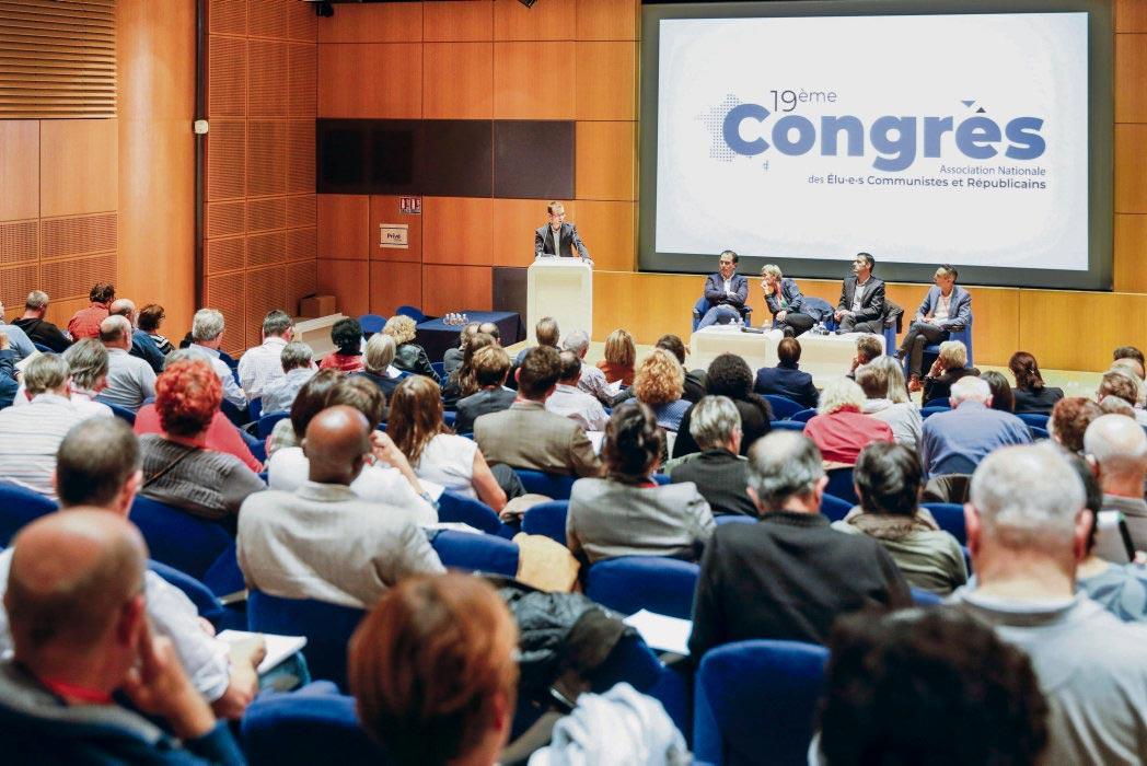 Депутаты, сторонники идей коммунизма и республиканских ценностей, собрались в Париже на общий съезд. Они считают, что всем левым пора объединиться и поставить во главе нового союза Яна Бросса.