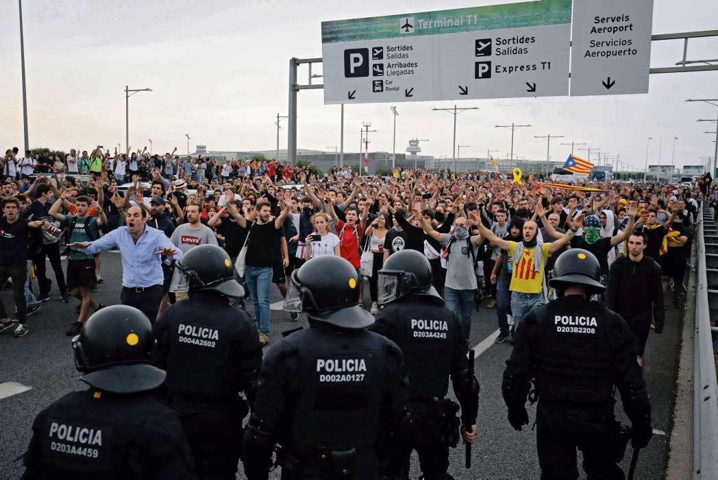 Двенадцать каталонских лидеров, сторонников независимости, получили в совокупности 104 года тюремного заключения. Репрессии в ответ на кризис, разразившийся после референдума по независимости в октябре 2017 г.