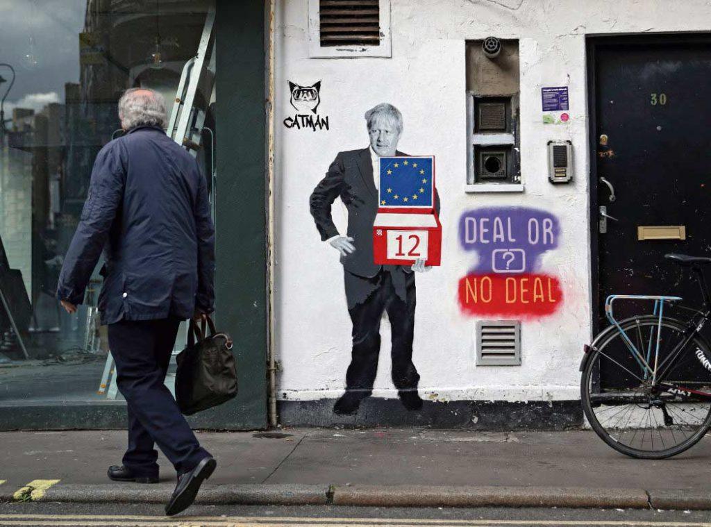 После нескольких месяцев пробуксовок в переговорах с Европейским Союзом власти Великобритании, похоже, готовы отступить от своих принципиальных позиций и согласиться на установление таможенных постов между Северной Ирландией и остальной территорией Соединённого Королевства.
