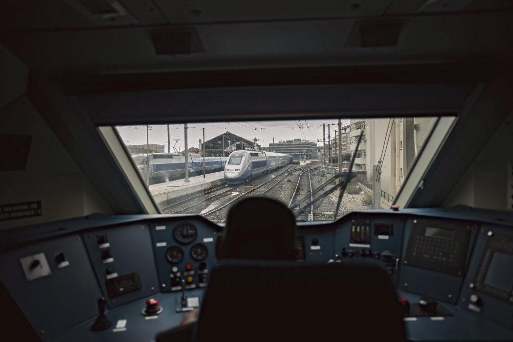 Транспортный коллапс случился в Париже в минувшие выходные. Железнодорожники воспользовались своим правом на отказ от работы в условиях, создающих риск для здоровья. Эдуар Филипп и Гийом Пепи, глава компании SNCF, обвинили их в проведении незаконной забастовки.