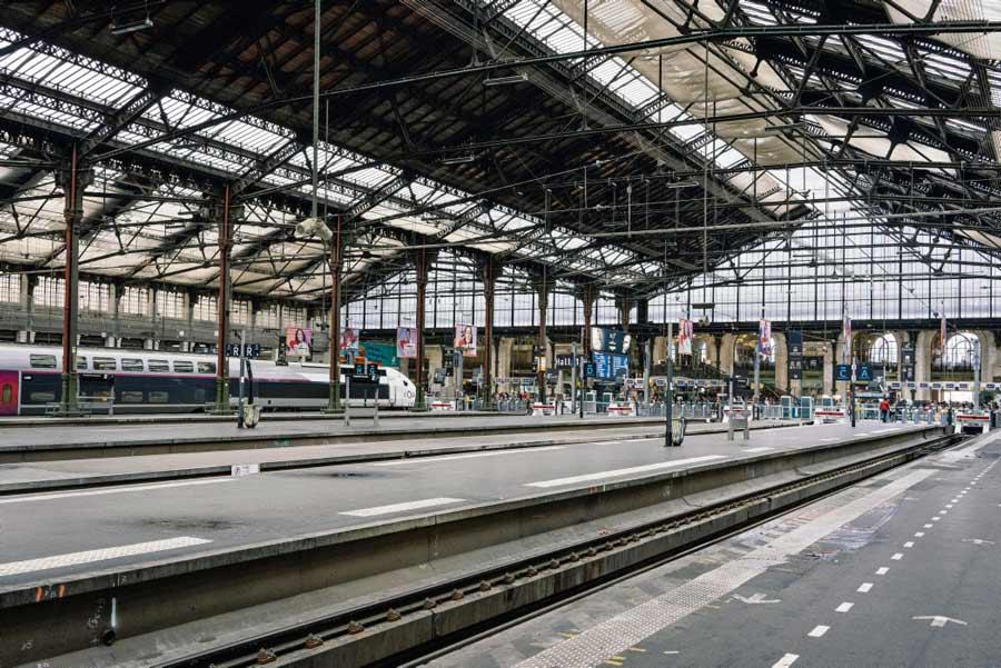После аварии скоростного поезда TER по всей стране прошла волна заявлений об отказе выходить на работу в связи с угрозой здоровью и жизни. У железнодорожников неутешительные прогнозы на результаты односторонней правительственной реформы.