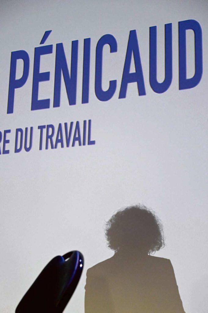 Комментируя вопрос о том, имеют ли право сотрудники SNCF отказаться от выхода на работу, Мюриэль Пенико не только допустила ошибку, цитируя закон, но и раскритиковала решение Трудовой инстпекции. Профсоюз ВКТ не оставил этот факт без внимания.