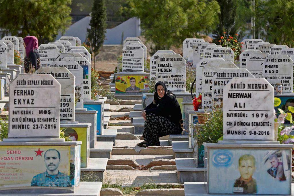Вечером 22 октября истекли пять дней, на которые Анкара согласилась приостановить военную операцию на северо-востоке Сирии. В тот же вечер состоялась встреча президентов Турции и России. Ситуация в САР остаётся по-прежнему напряжённой, сотни тысяч жителей были вынуждены покинуть оказавшиеся под угрозой территории. Налицо новое обострение гуманитарного кризиса.