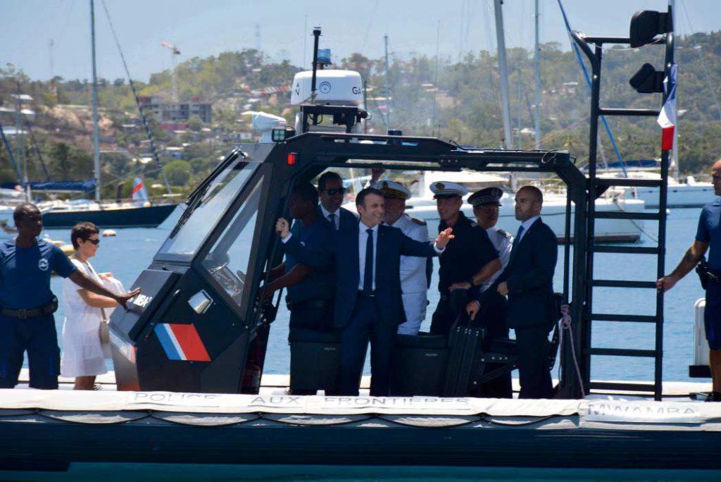 Визит президента Франции в самый бедный департамент страны, преодолевающим серьёзные социальные проблемы и переживающий миграционный кризис, не оправдал ожиданий местных жителей.