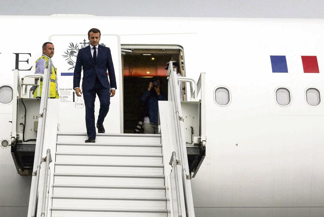 Эммануэль Макрон совершил турне по островам Индийского океана. Он посетил и Реюньон - заморскую территорию Франции, где проходили самые жёсткие протестные выступления. Местные жители встретили президента всеобщей забастовкой.