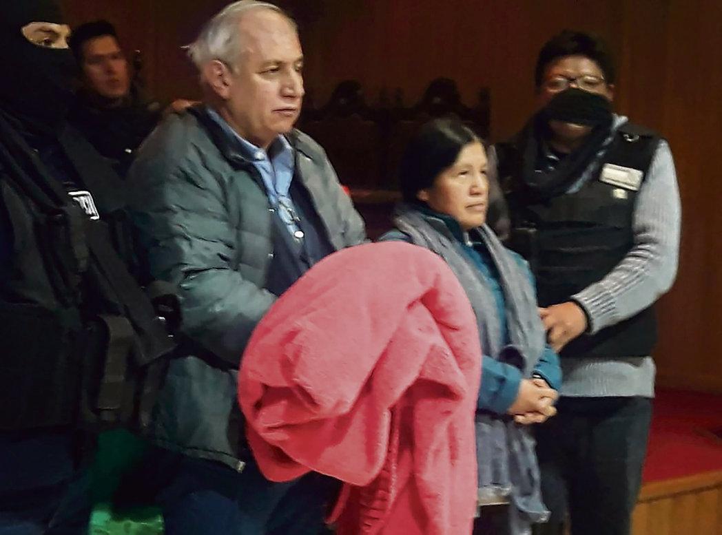 Специалист по Латинской Америке Кристоф Вентура считает, что наступивший в Боливии хаос, который называют государственным переворотом, вызван давлением со стороны США, а также действиями олигархов и правых политиков после отставки президента Эво Моралеса.