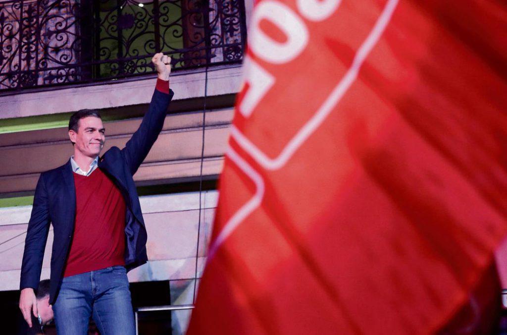 Наследники франкистов из «Vox» совершили прорыв благодаря резкому падению популярности ультралиберальной «Гражданской партии» (Ciudadanos). Социалисты по-прежнему впереди, но у них нет реальных возможностей для манёвра, которые помогли бы им взять власть в свои руки. Теряющее позиции объединение «Unidas Podemos» призывает к созданию «прогрессивного правительства».