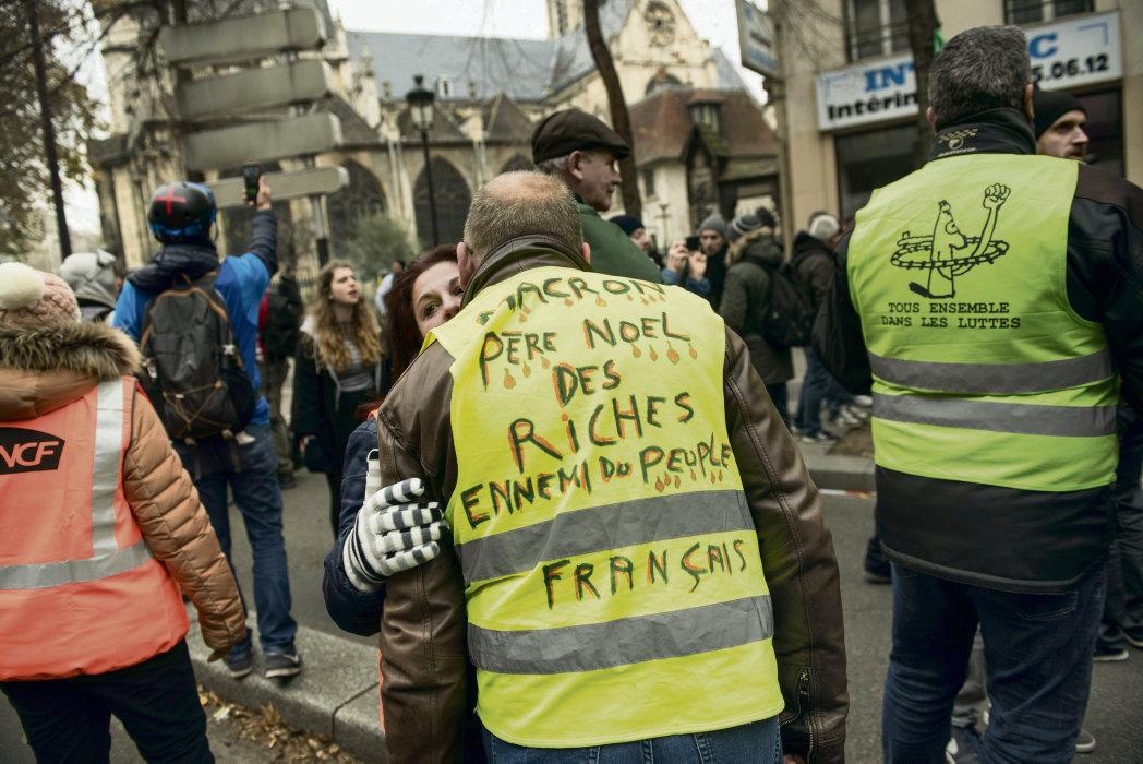 На волне манифестаций 5 декабря, субботние протестные акции «жёлтых жилетов» прошли с большим энтузиазмом. В Париже объединённые с профсоюзами силы наткнулись на жёсткие меры полиции. Но люди убеждены, что быть вместе – самое правильное решение.