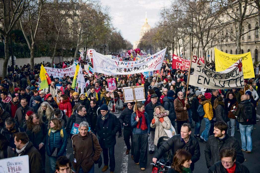 В минувший вторник во Франции прошли новые манифестации. Достичь рекордного уровня 5 декабря по масштабности действий протестующие не смогли, но они положили начало общей длительной мобилизации против балльной пенсионной системы. Соотношение сил определено. Теперь все ждут среды, чтобы услышать объявление бюджетного плана, которое должен сделать Эдуар Филипп.