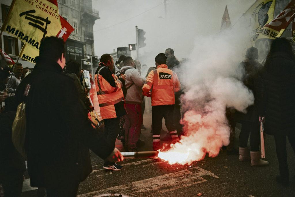 Протесты в железнодорожной компании SNCF не ослабевают. Люди готовы продолжать забастовку, если правительство не пойдёт на уступки.