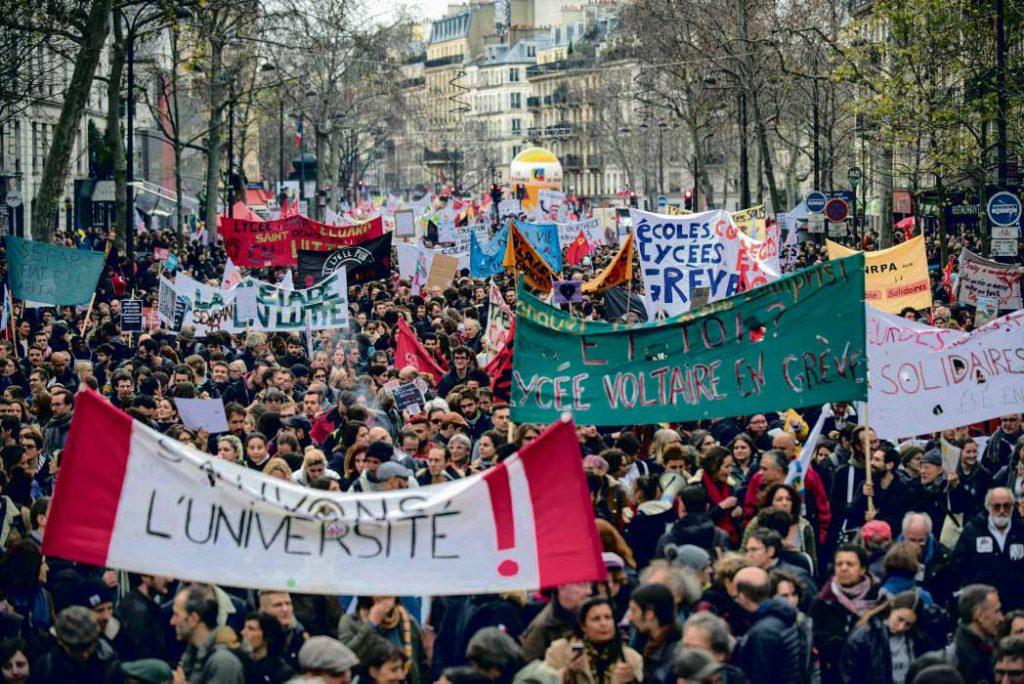В этот вторник 1,8 миллиона человек по всей Франции откликнулись на призыв профсоюзов и вышли бороться за свои пенсии. Несмотря на разные требования, на новом раунде переговоров с премьер-министром, назначенном на среду, профсоюзы займут позицию силы и выступят единым фронтом.