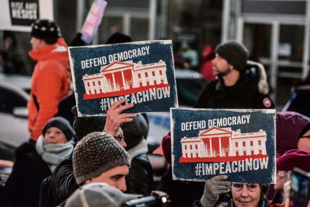 В Конгрессе США демократы проголосовали за импичмент президента. Хотя за Трампа волноваться не нужно, его надёжно поддерживают республиканцы.
