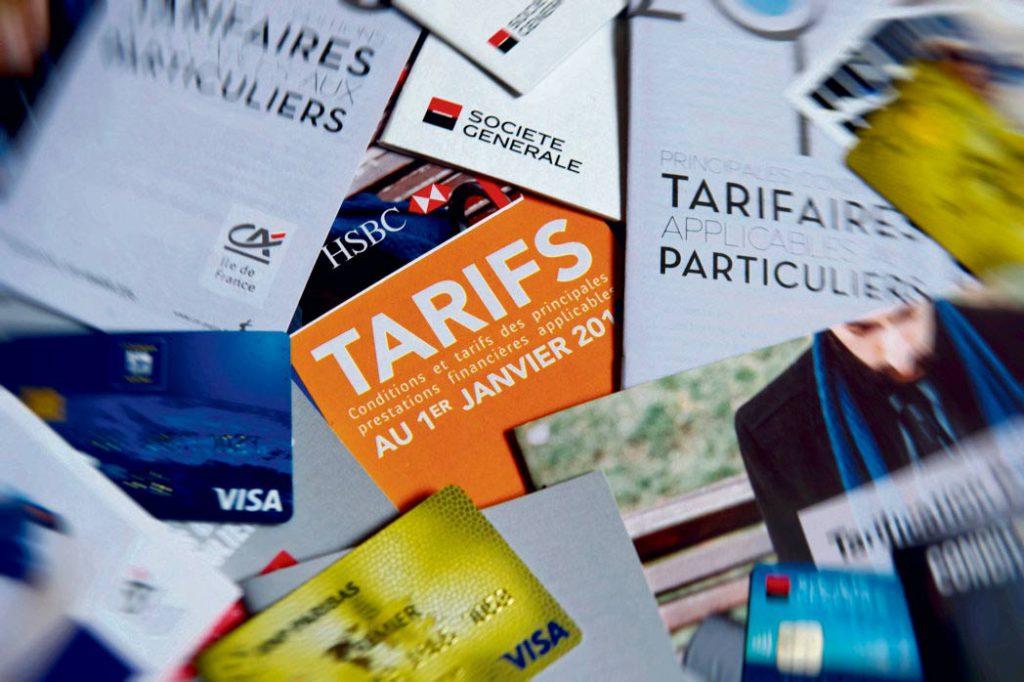 Комиссии, взимаемые банками за оказание различных услуг, замороженные год назад по требованию «жёлтых жилетов», скоро будут повышены. А вопрос об установлении верхнего порога штрафов для малоимущих так и остался на бумаге.