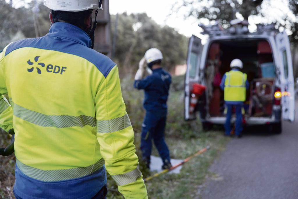 Работники компании «Enedis», принимающие активное участие в протестах против пенсионной реформы, приложили немало усилий для того, чтобы ликвидировать ущерб, причинённый ураганом «Фабиан» Корсике и Новой Аквитании.
