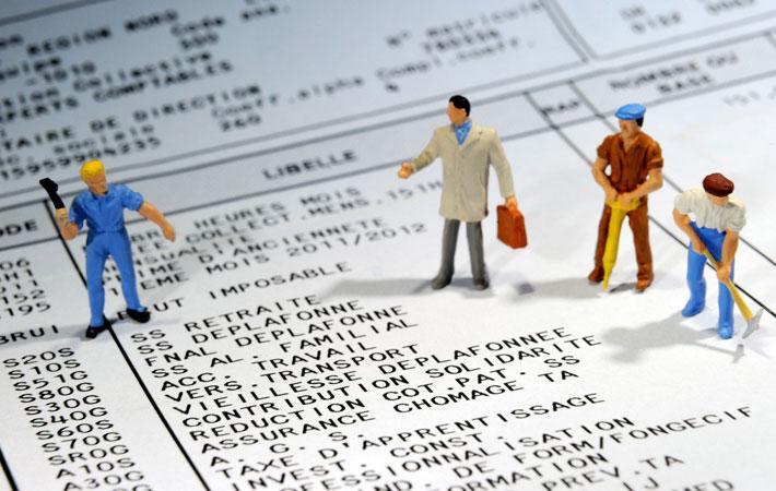 Что такое SMIC? «Минимальная межпрофессиональная возрастающая заработная плата» (SMIC) возникла 2 января 1970 года, трансформировавшись из SMIG (минимальная межпрофессиональная гарантированная заработная плата).