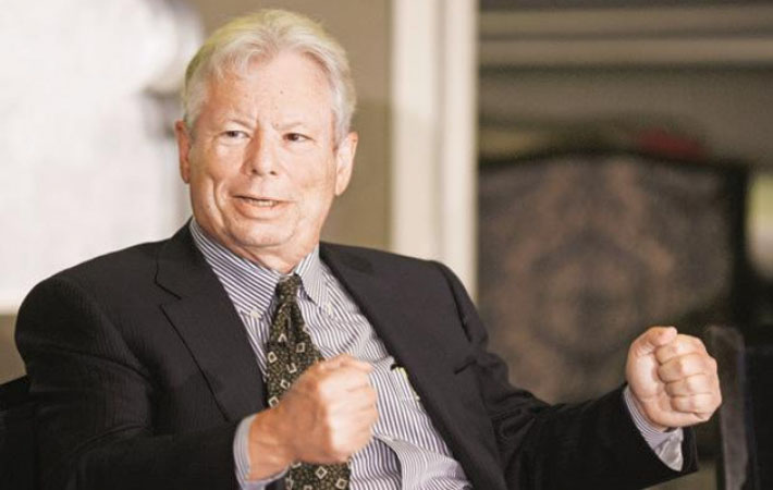 И снова Банк Швеции, раздающий Нобелевскую премию, отдал первенство за достижения в области экономики представителю университетской среды из США: Ричарду Талеру из Чикагского университета. До того, в 1976 г., так же «короновали» Милтона Фридмана, воспевавшего неолиберальную теорию «шоковой терапии».