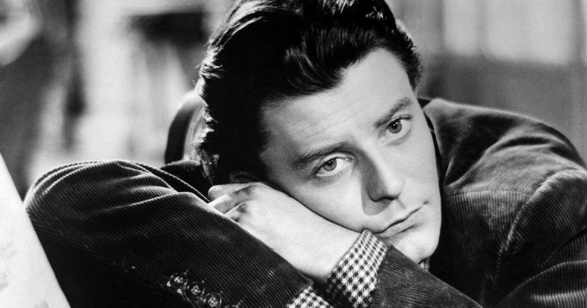 Он был самым талантливым актёром своего поколения, легендой на театральных подмостках и на экране. При этом Жерар Филип «не хотел, чтобы на него наклеивали ярлык «прекрасного принца» не хотел быть пленником мифа о самом себе». К тому же, вернувшись за кулисы, знаменитый актёр перевоплощался в другой образ, проявляя себя как неутомимый профсоюзный деятель.