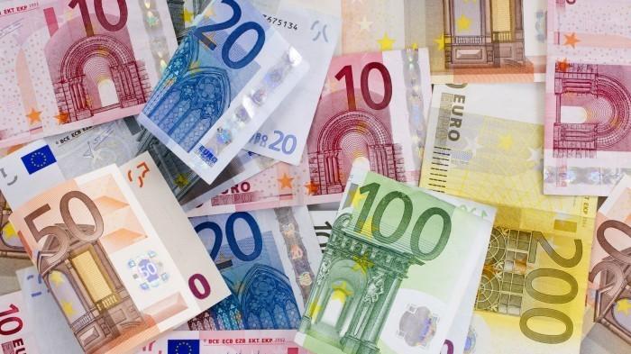 В 1999 году в нашу жизнь вошла единая европейская валюта. Сколько обещаний мы выслушали тогда! И стабильность цен, и повышение покупательной способности, и установление экономической и социальной гармонии и... Увы! Реальность оказалась совершенно иной. Сегодняшний юбилей евро – повод для подведения итогов и размышлений об изменениях.