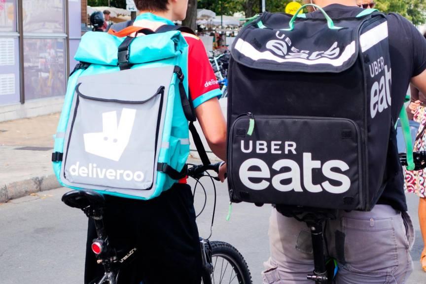 В каждом крупном городе Франции сегодня найдётся немало людей, которые работают велокурьерами без официального оформления. Их учётные записи в одной из онлайн компании (Uber Eats, Deliveroo и т.п.) открыты не на них, а на некоего гражданина, который передаёт им свой аккаунт, нередко забирая существенную часть их выручки.