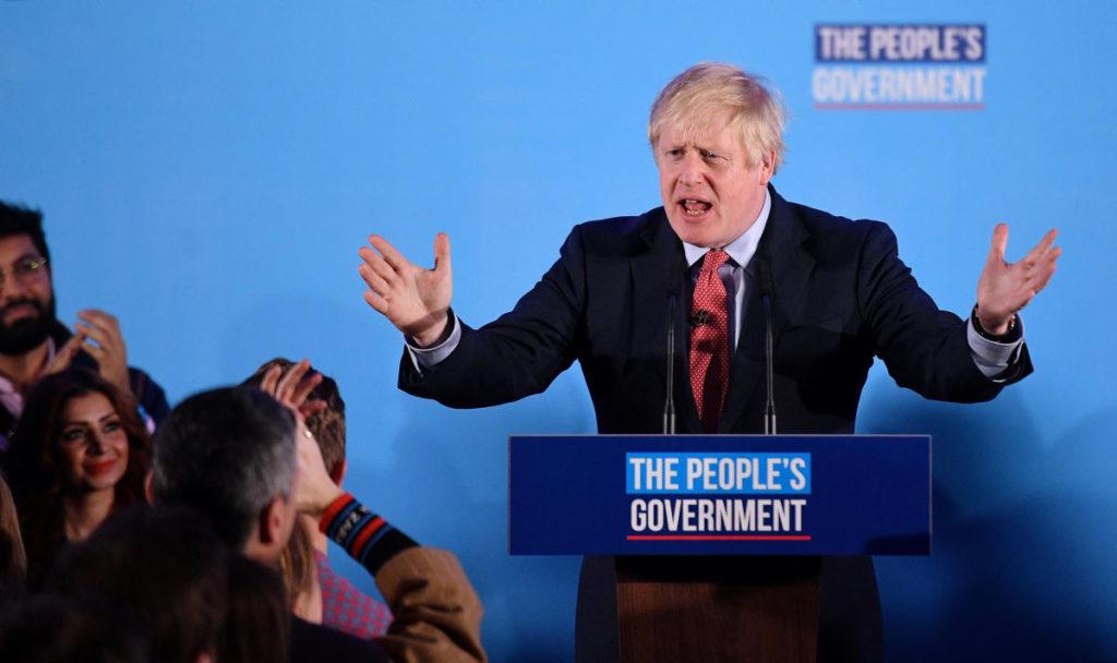 На парламентских выборах в Великобритании гипнотический эффект Брекзита сработал безотказно. Одних только обещаний выхода Англии из Евросоюза хватило консерваторам для того, чтобы заставить избирателей забыть о разрушительных последствиях проводимой правительством политики жёсткой экономии. В четверг вечером лейбористы потеряли свои «бастионы» в тех регионах, где в 2016 году граждане голосовали за Брекзит. Тем временем в Шотландии абсолютную победу одержали сторонники независимости.