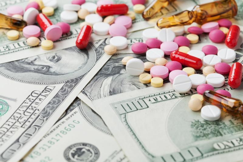 Всего несколько десятилетий понадобилось для того, чтобы фармацевтические лаборатории сильно изменились и превратились в промышленные гиганты, настоящие машины по зарабатыванию денег, став одной из самых доходных индустрий в мире. И всё чаще в жертву этим нововведениям приносится сама суть их деятельности – забота о здоровье людей.