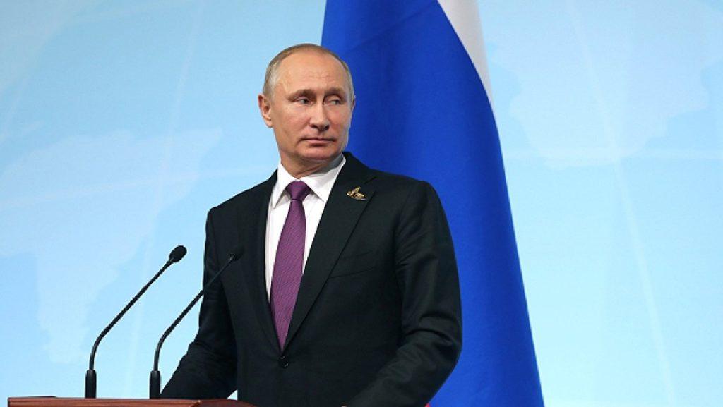 Пока вице-президент США направляется в Анкару, российский лидер приглашает Эрдогана в Москву. И тот принимает приглашение.