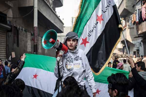 Кто сейчас вспоминает о требованиях, выдвинутых сирийскими манифестантами? Их больше нет, они пошли ко дну, захлебнувшись в пропаганде как с одной, так и с другой стороны. Как нет и присутствия сирийского народа, который, во всех его составляющих, бунтовал прежде всего против душившей его экономической политики.