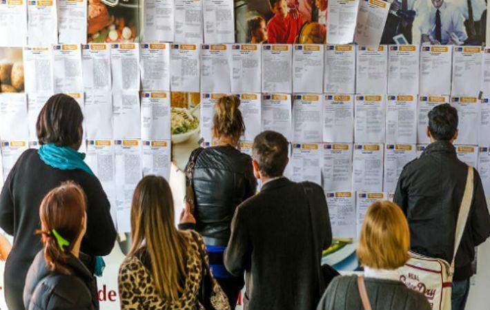 Согласно опубликованным вчера опросам Opinionway, для 73 % молодежи в возрасте от 18 до 29 лет главная цель – получить работу по CDI (контракт на постоянной основе).