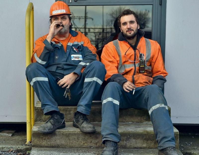 В конце февраля Торговый суд отменил выкуп сталелитейного завода новым владельцем, одобренный в декабре прошлого года. Дан срок в один месяц, чтобы найти другого покупателя. Но работающие на заводе люди с трудом в это верят.