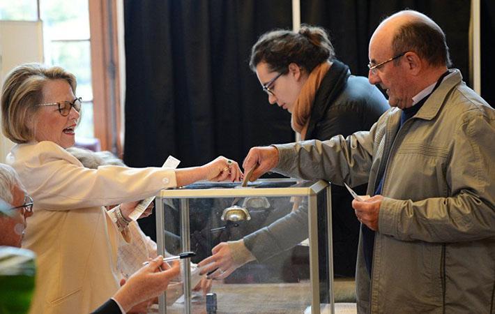 Зал заседаний Национального собрания на 70 %, а может и на 80 %, состоящий из депутатов-макронистов? Этот катастрофический для демократии сценарий кажется теперь весьма возможным.