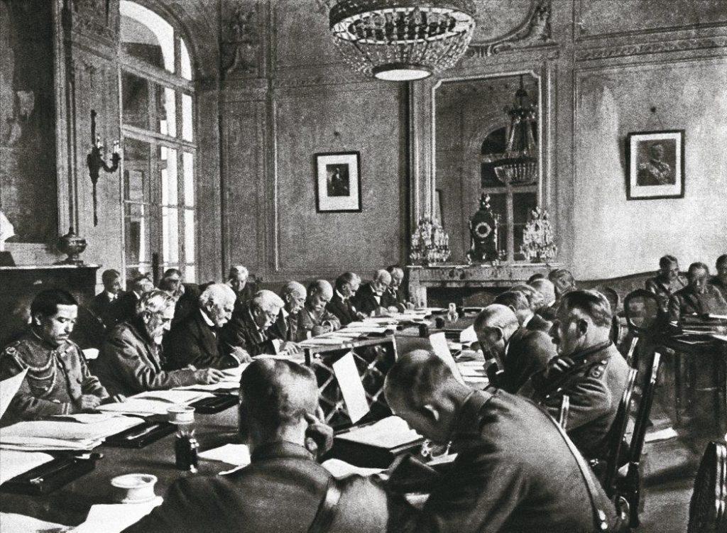 Парижская мирная конференция, итогом которой стало подписание 28 июня 1919 года Версальского договора, была результатом политических расчётов и определённого соотношения сил между крупнейшими капиталистическими державами, обеспокоенными революцией в России.