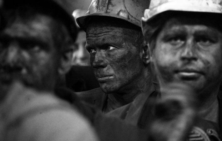 Силы тех, кого бросали на протяжении месяцев в «битву за восстановление» страны, кто вынес на своих плечах всю тяжесть произошедшего, были совершенно истощены. После долгих лет войны и ограничений ухудшение условий жизни вызывало возмущение у рабочих