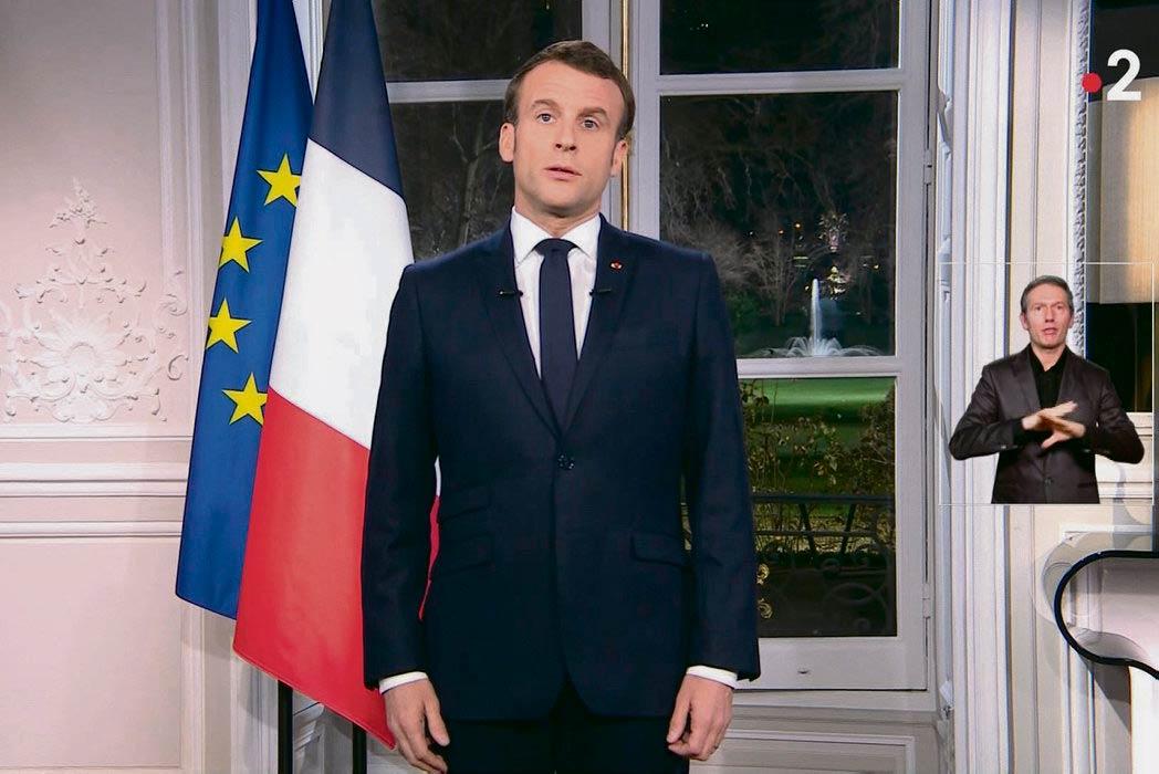 В своей традиционном новогоднем обращении глава государства дал понять, что не собирается рассматривать требования французов, выступающих против пенсионной реформы. Пренебрежение, выказанное президентом, только укрепило намерение протестующих не отступать ни на шаг.