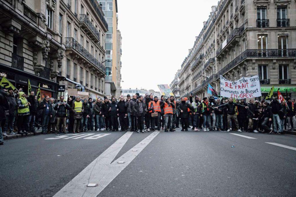 Протест против пенсионной реформы длится уже месяц, окончание новогодних каникул предвещает рост напряжения в обществе.