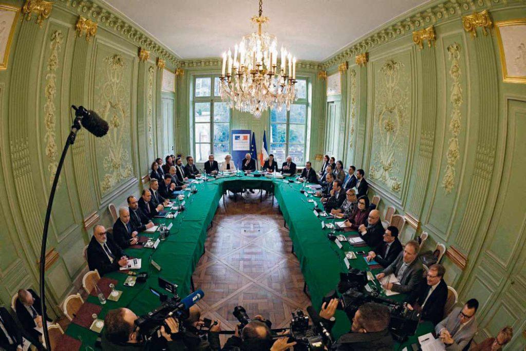 Вчера в Министерстве труда состоялась встреча профсоюзных организаций с правительством. Однако пресловутый «социальный диалог» вышел коротким. В пятницу должна состояться встреча по вопросам финансирования новой пенсионной системы.