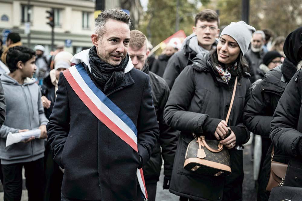В эту субботу Анн Идальго, действующий мэр Парижа, член Социалистической партии (СП), официально выдвинет свою кандидатуру на переизбрание. Её союзники из ФКП представят свой список из двенадцати кандидатов в Парижский совет.