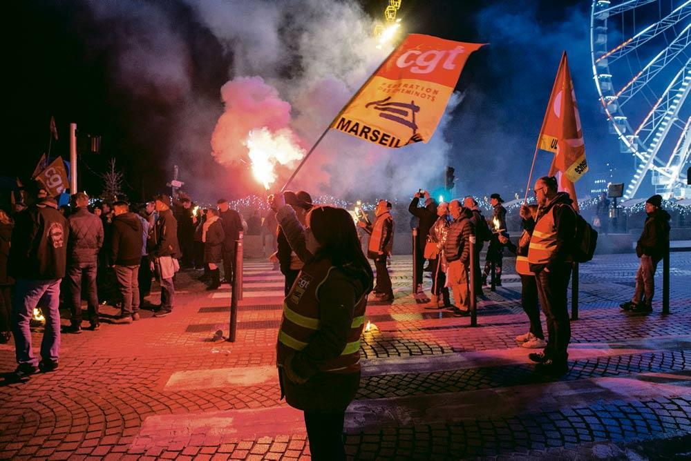 В Марселе они по-прежнему возглавляют протестное движение. Наш корреспондент побеседовал с сотрудниками железнодорожной компании SNCF, которые намерены и дальше отстаивать свою позицию.