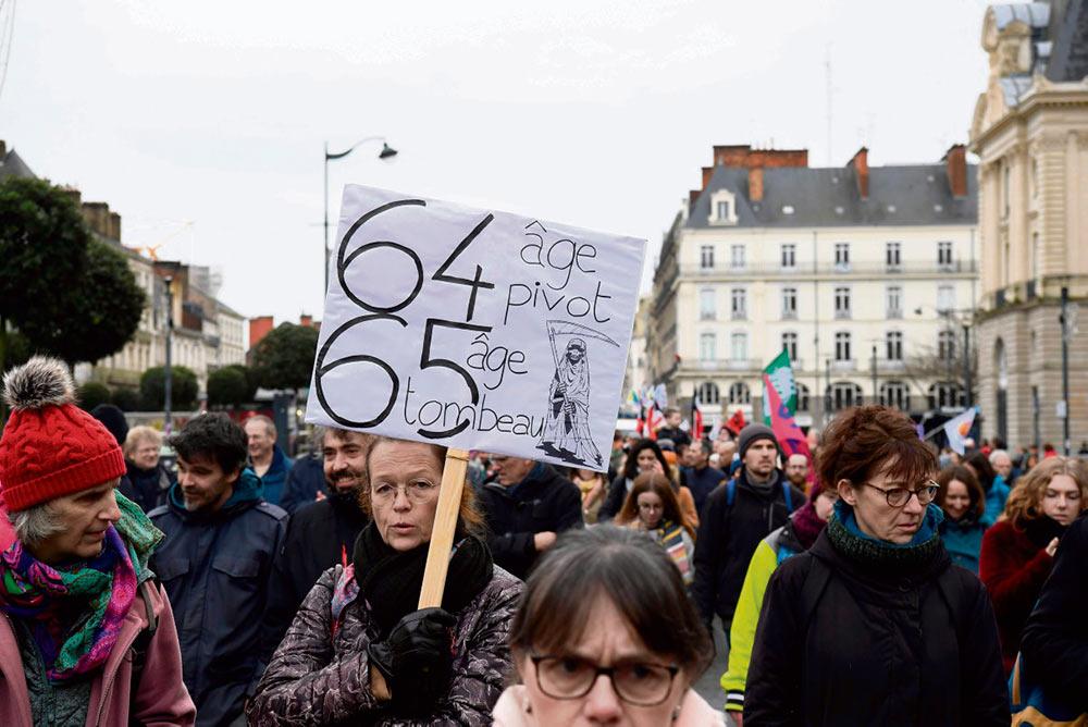 Газета «Le Monde» знакомит своих читателей с результатами исследования возможных последствий пенсионной реформы. Как выяснилось, для тех, кто родился после 1990 года, основной пенсионный возраст может быть повышен до 67 лет.